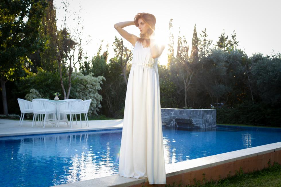 """מאיה ורטהיימר בשמלת כלה של משכית. """"זה אולי נשמע מגוחך, אבל כשאת רואה את עצמך בשמלה לבנה, את נראית כמו נסיכה. זה לא כמו הפקת אופנה, שרוצים ממך להיראות סקסית"""" (צילום: עדי כהן צדק)"""