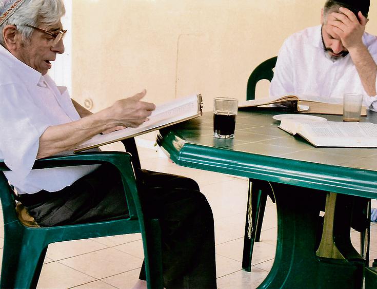אבא עזב את ירושלים לטובת משרת שופט בית המשפט בבאר-שבע. עם אביו