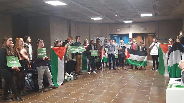 Protests against Israeli Ambassador at Trinity College in Dublin