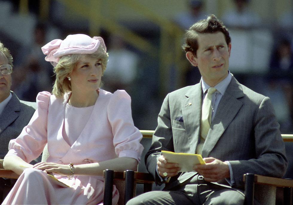 1983: הנסיכה דיאנה עם הנסיך צ'ארלס בביקור באוסטרליה, לובשת שמלה של קתרין ווקר (צילום: Gettyimages)