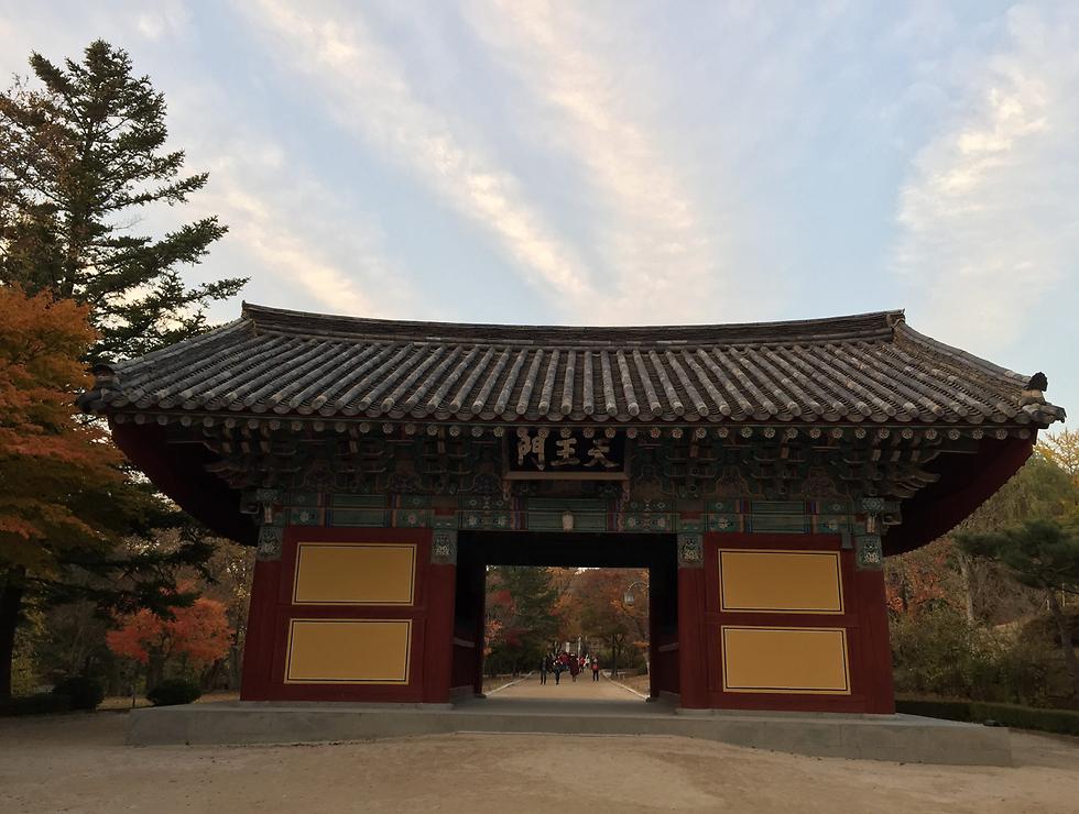 שער כניסה בסגנון סיני עם מתינות קוריאנית, ג'יואנגסאנג