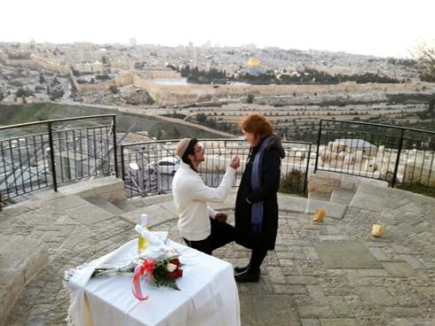 הצעת נישואים מרגשת על פסגת הר זיתים (צילום: אלבום פרטי)