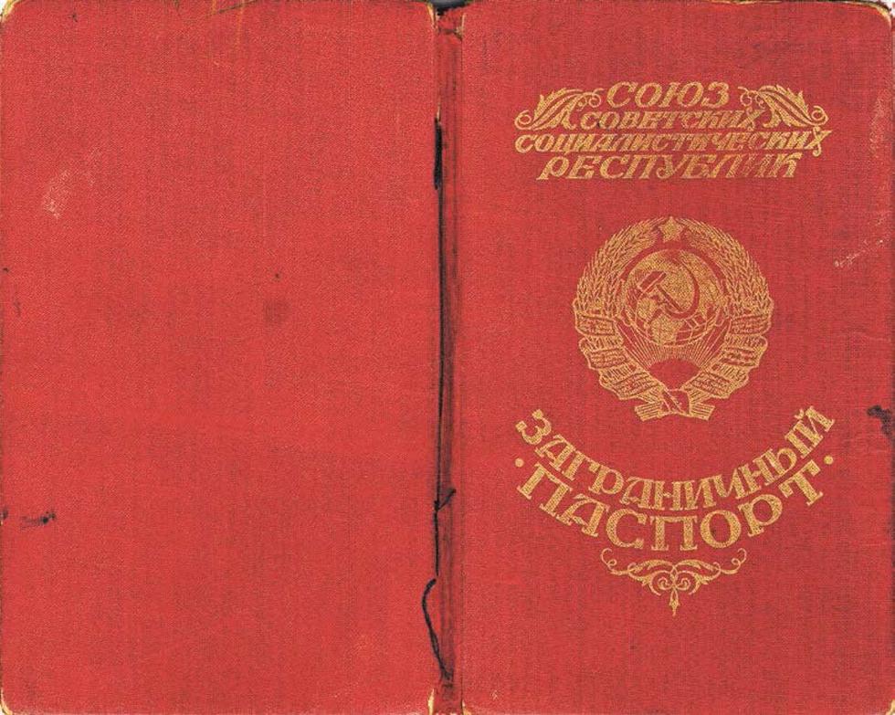 """""""הדרכון של הרבי מכיל בולים ואשרות בשש שפות""""."""