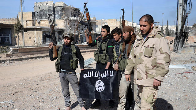 Syrian rebels holding the ISIS flag (Photo: AFP) (Photo: AFP)