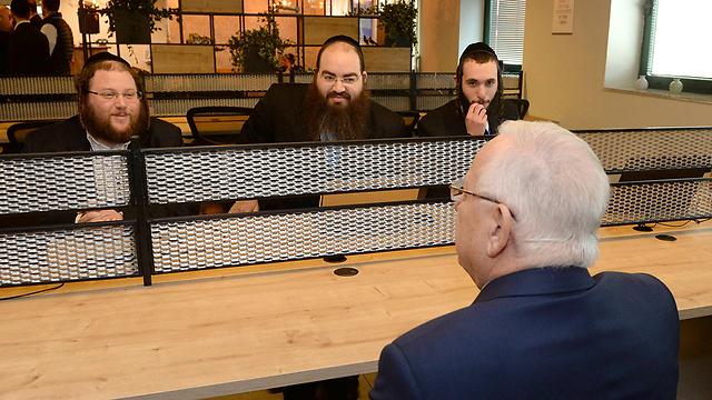 Rivlin talks with Haredi businessmen. (Photo: Mark Neiman/GPO)