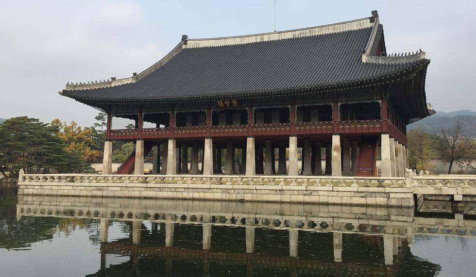 אולם העמודים בארמון ג'יונגבוקגונג