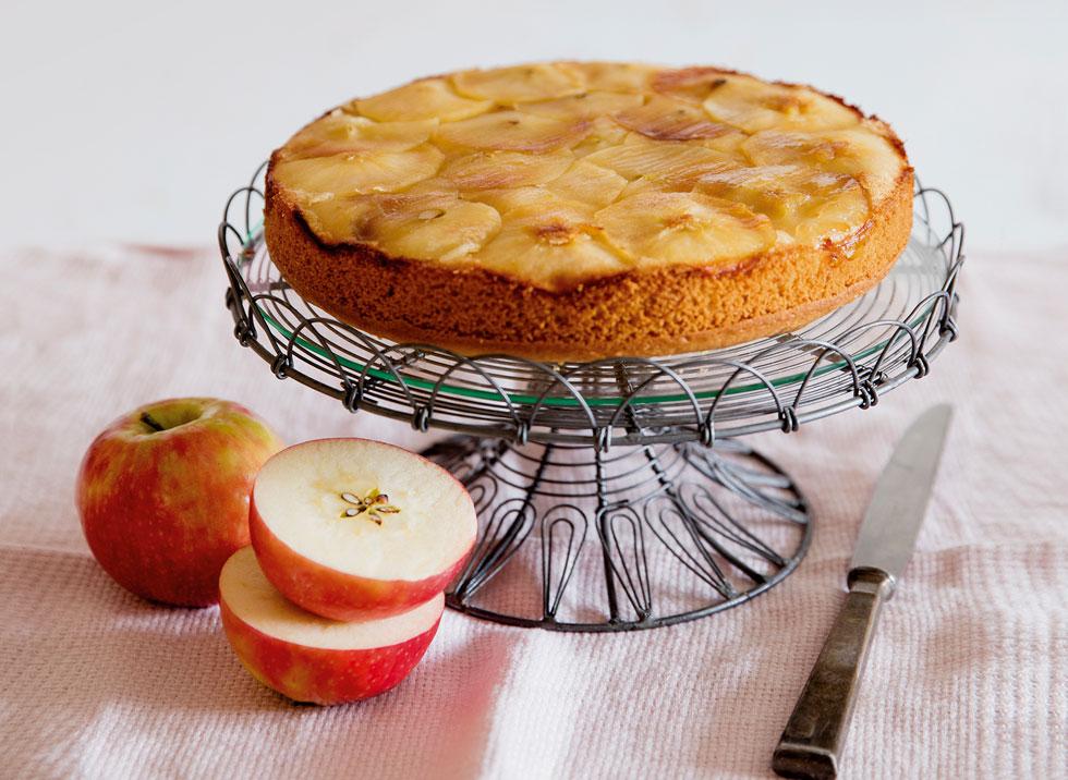 עוגת תפוחים הפוכה  (צילום: יוסי סליס, סגנון: נטשה חיימוביץ')
