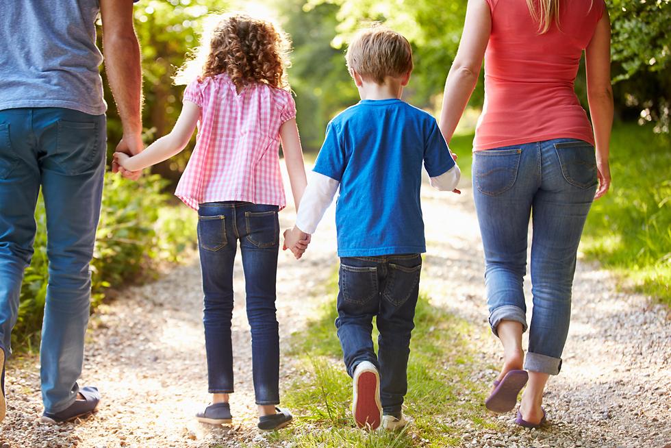 תמיד יישאר לנו בסיס קיומי אחד שהוא ארבעתנו (צילום: Shutterstock)