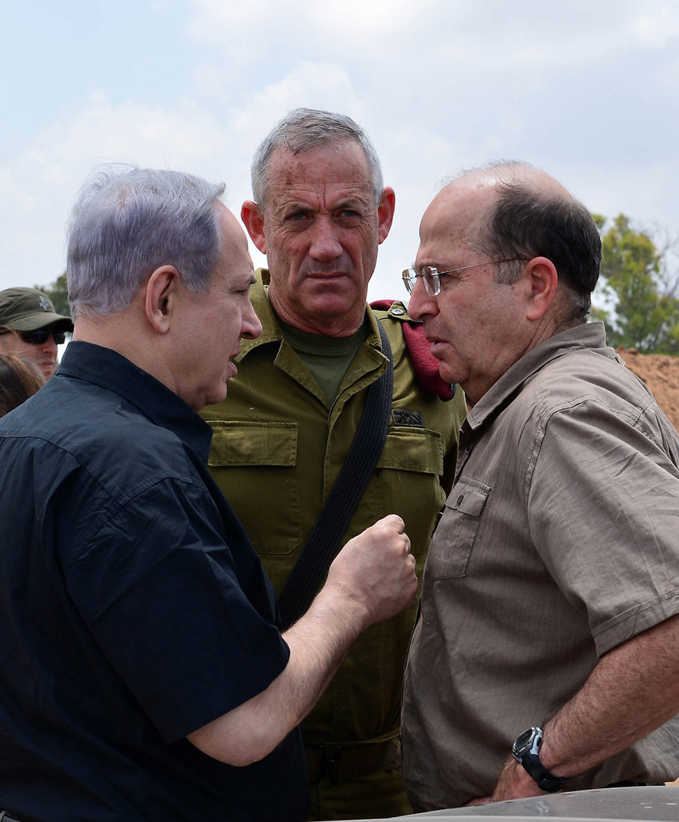 Prime Minister Netanyahu, then-IDF chief Gantz and then-defense minister Ya'alon (Photo: GPO)