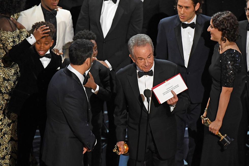 בייטי והמעטפה. Big mistake. huge (צילום: AFP) (צילום: AFP)