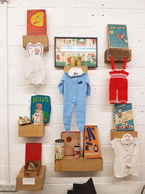 המוזיאון מתמקד בפריטי לבוש של חברות, יצרנים ומותגים שפעלו בישראל משנות ה-40 ועד סוף שנות ה-70 (צילום: איתי יעקב)