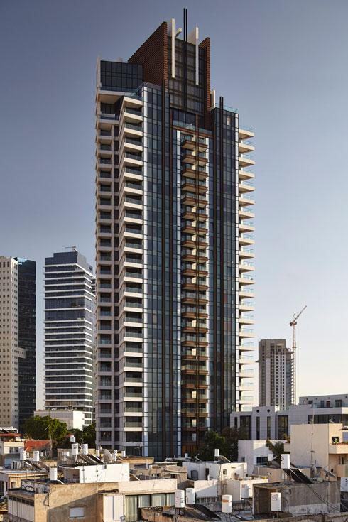 מגדלים בתל אביב. ''אדריכלות שלא מזכירה לנו שום דבר, רק עושה Wow'' (צילום: עמית גרון)