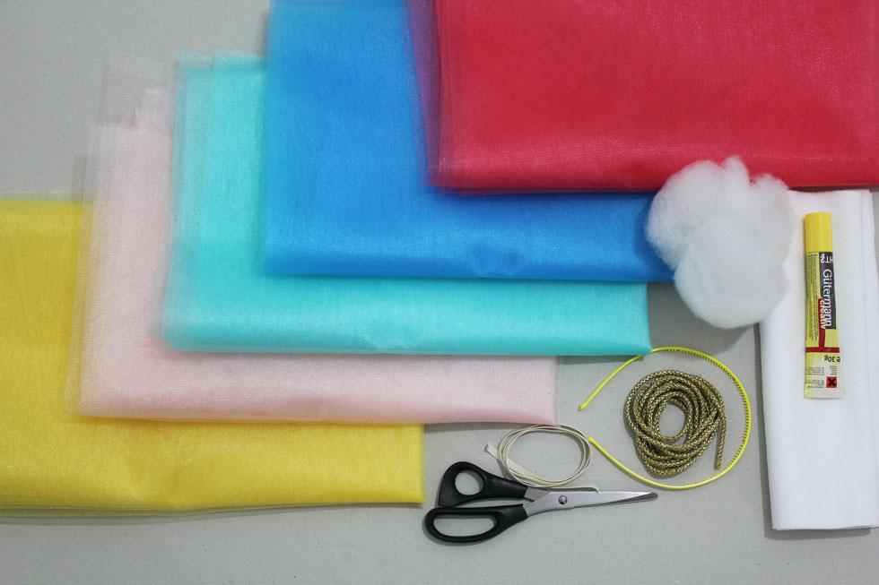 החומרים להכנת חצאית הטוטו (צילום: חני הרשקוביץ')