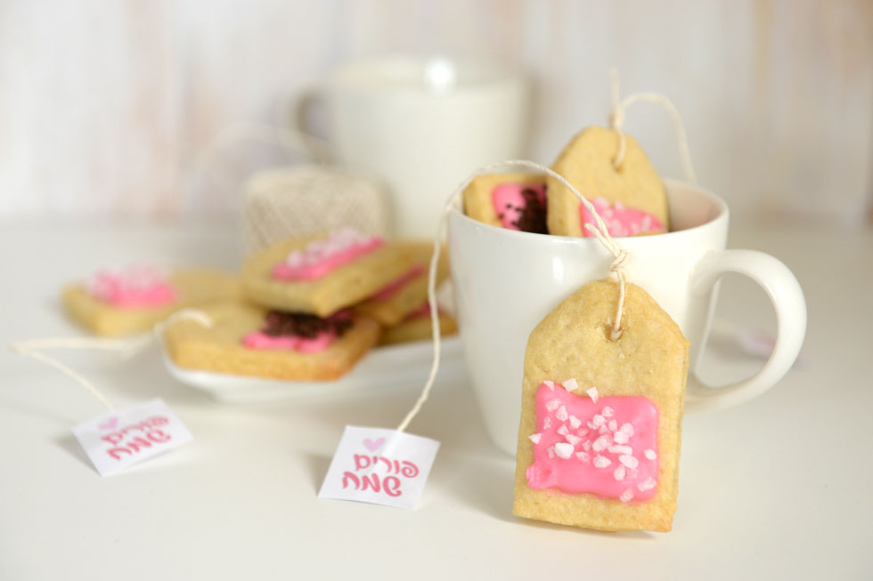 עוגיות בצורת תיונים ארוזות בתוך ספל (צילום: אפרת מוסקוביץ)