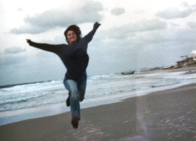"""בגיל 17. """"חייתי בקצב מהיר מאוד. פחדתי לא לדעת, לא להרגיש"""" (צילום: אלבום פרטי)"""
