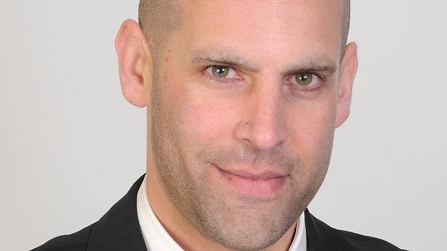 Alon Erez, the soldier's attorney (Alon Erez, the soldier's attorney)