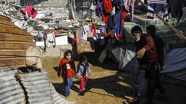 Poverty in Gaza. While the Palestinian population is suffering, its leaders in the West Bank and Gaza are getting rich thanks to the donated funds (Photo: AFP)
