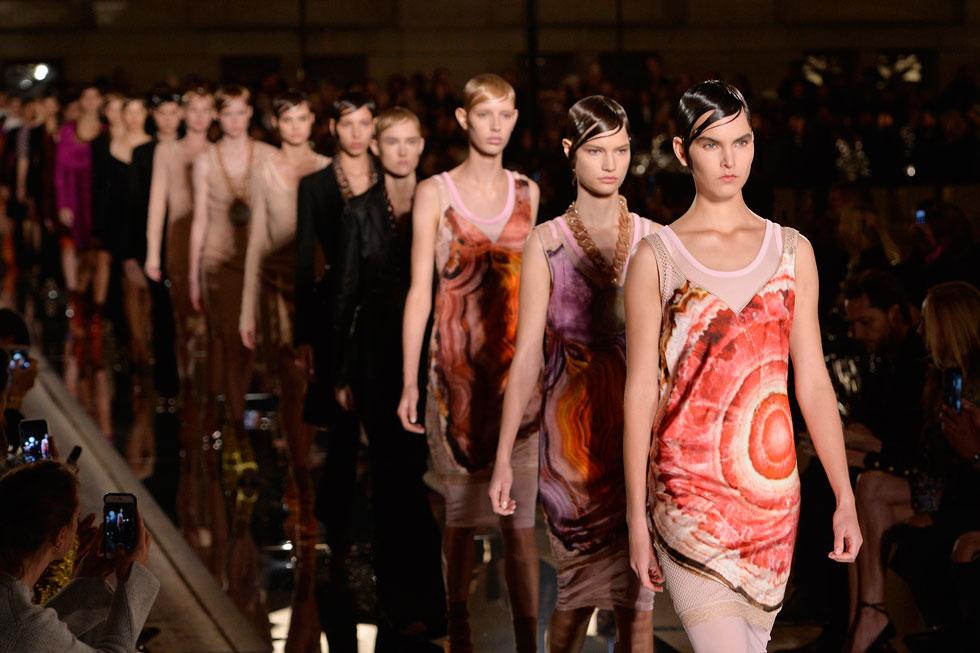 שבוע האופנה של פריז נחשב לפסגת השאיפות של כל דוגמנית מתחילה. תצוגת אופנה של ז'יבנשי (צילום: Gettyimages)