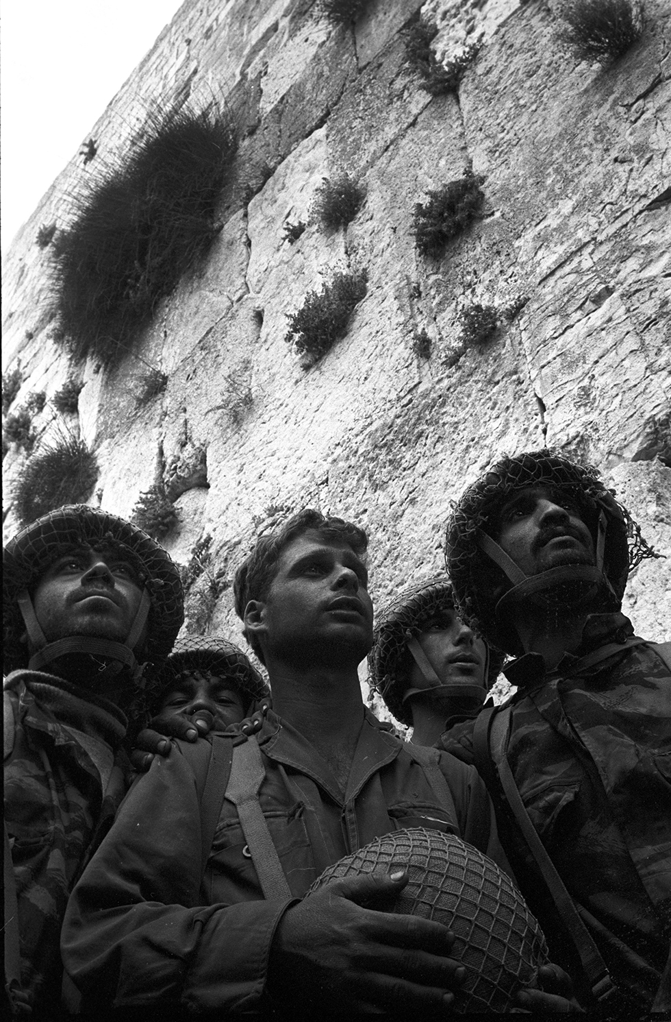 The paratroopers at the Western Wall (Photo: David Rubinger)