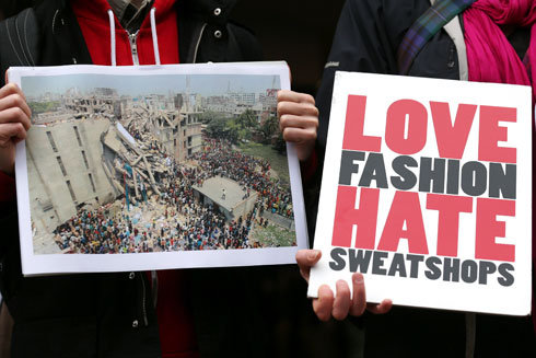 הפגנה בעקבות קריסת המפעל בבנגלדש ב–2013. קריאת השכמה כואבת  (צילום: Gettyimages)