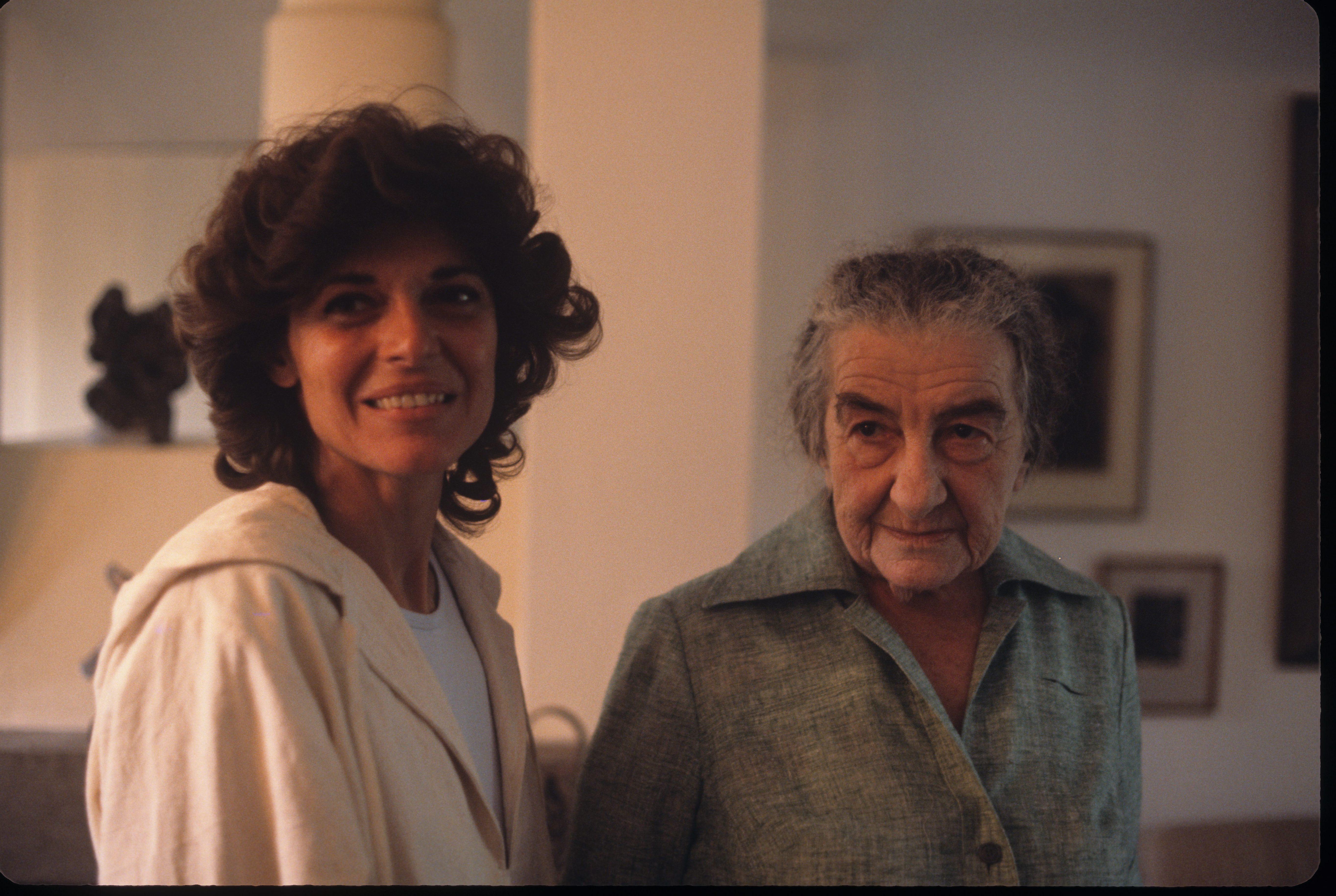 """Голда в последние годы жизни с американской актрисой, лауреатом """"Оскара"""" Энн Бэнкрофт. Фото 1977 года"""