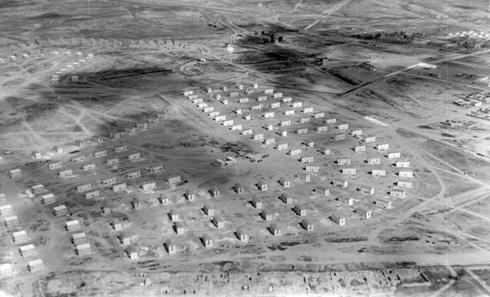 עיר עברית חדשה בנגב: צילום מהאוויר של שכונותיה הראשונות של באר שבע החדשה, 1951 (צילום: דוד רובינגר)