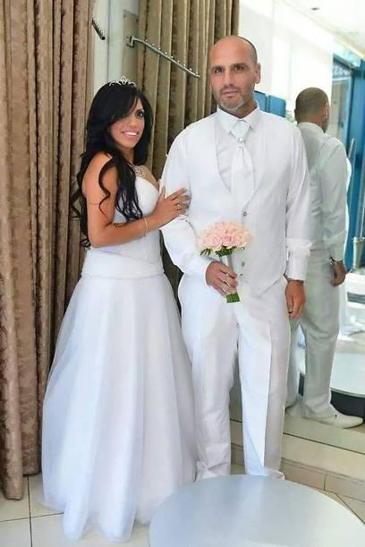 רן ולימור כהן. בואו נדבר על מחוך לוחץ, שמלה לבנה ושירותים (צילום: אוסף משפחתי)