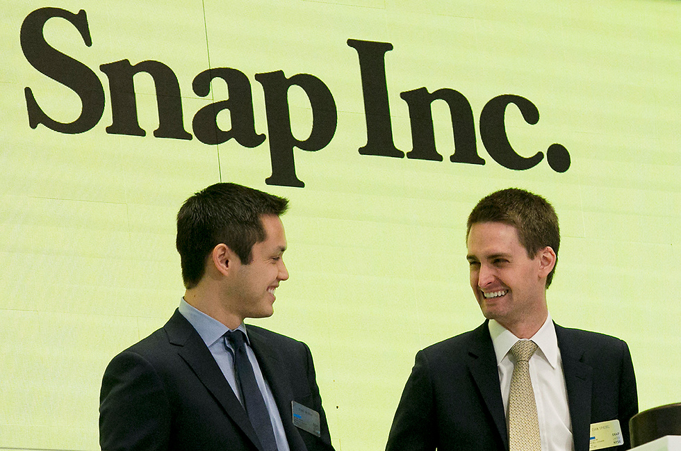 דור המייסדים. אוון שפיגל (ימין) ובובי מרפי (צילום: AP) (צילום: AP)