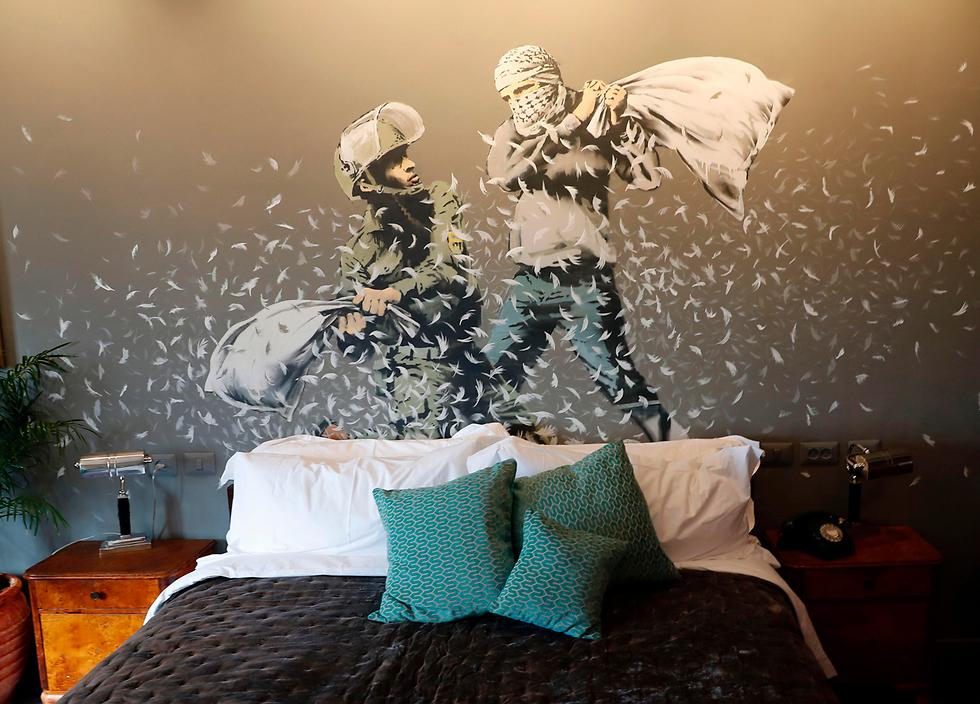 קירות המלון שעיטר בנקסי (צילום: AFP)