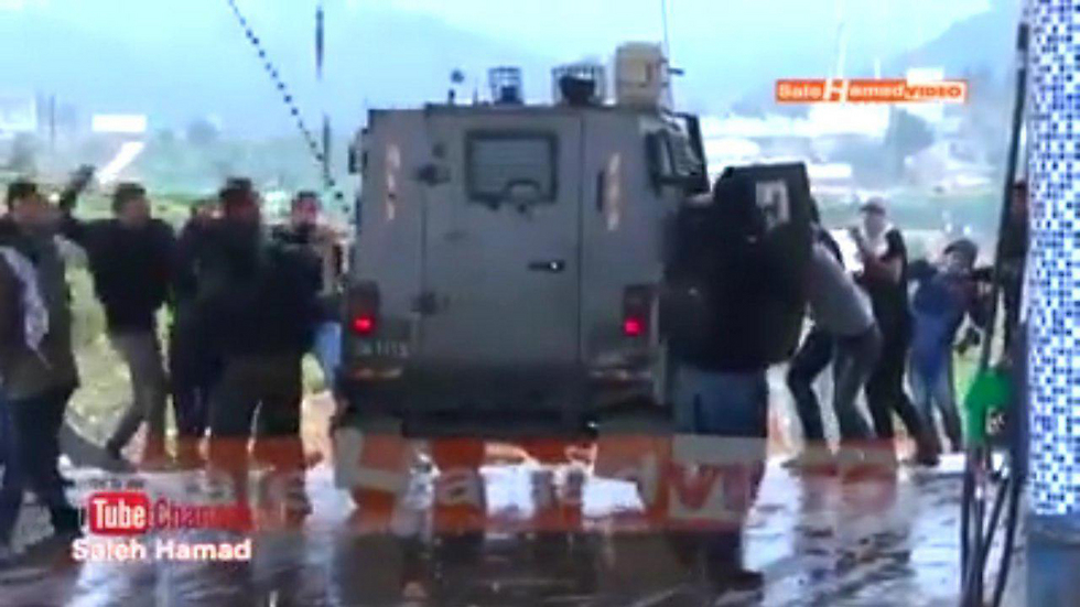 Palestinians attacking Border Police jeep in West Bank