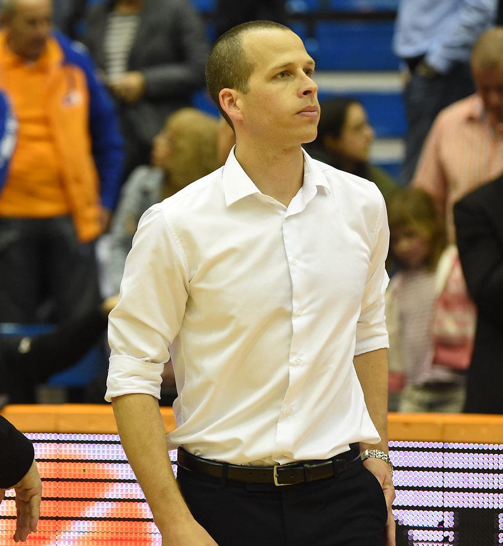 שמוליק ברנר. עדיין ללא ניצחון כמאמן ראשי (צילום: יאיר שגיא)