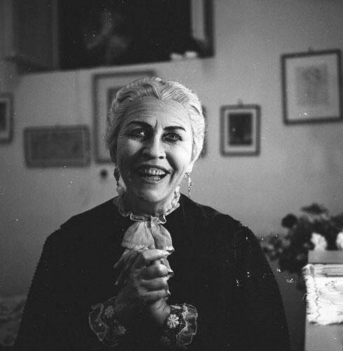 השחקנית חנה רובינא, ינואר 1960, בתיאטרון הבימה בתל אביב (צילום: דוד רובינגר)