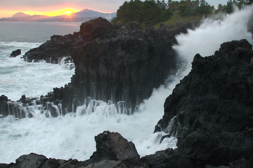 סלעי הבזלת המדהימים של האי ז'זו ()