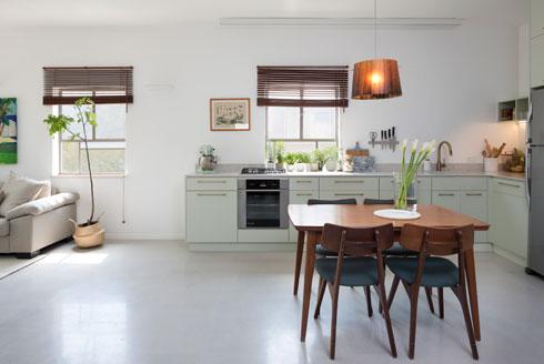 מיעוט החפצים יוצר תחושת מרחב, בדירה לא גדולה (צילום: שי אפשטיין)