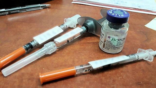 התחזה לרופא והזריק בוטוקס (צילום: דוברות המשטרה) (צילום: דוברות המשטרה)