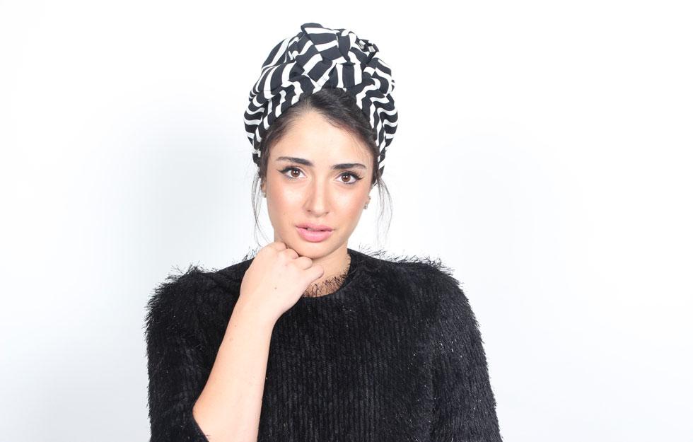 """""""הטורבן מדבר גם לצרפתיות הכי אלגנטיות שגרות בארץ וגם לנשים בארצות ערב. מה שמקשר זו לא הדת, אלא האופנה"""". עיצוב של המותג רונה (צילום: אופל טל)"""