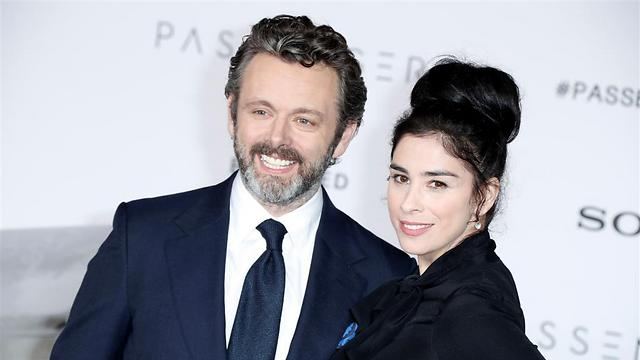 Sheen with girlfriend Sarah Silverman (Photo: EPA)