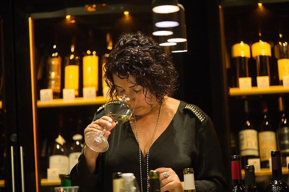 """""""במהלך הקריירה שלי הנחיתי עשרות סדנאות יין, ורק בשתיים מהן המאזן בין כמות המשתתפות לכמות המשתתפים בסדנה הופר לטובת הנשים"""". עשור (צילום: יח""""צ) (צילום: יח"""