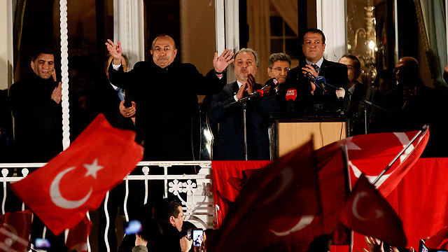 Çavuşoğlu  (C) during a rally in Germany (Photo: EPA) (Photo: EPA)