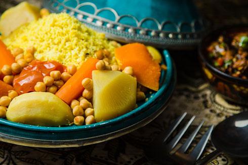 """הקוסקוס של לוי. """"זה אתגר גדול לבשל למרוקאית, ושהיא תאהב את זה"""" (צילום: מקס מורון)"""