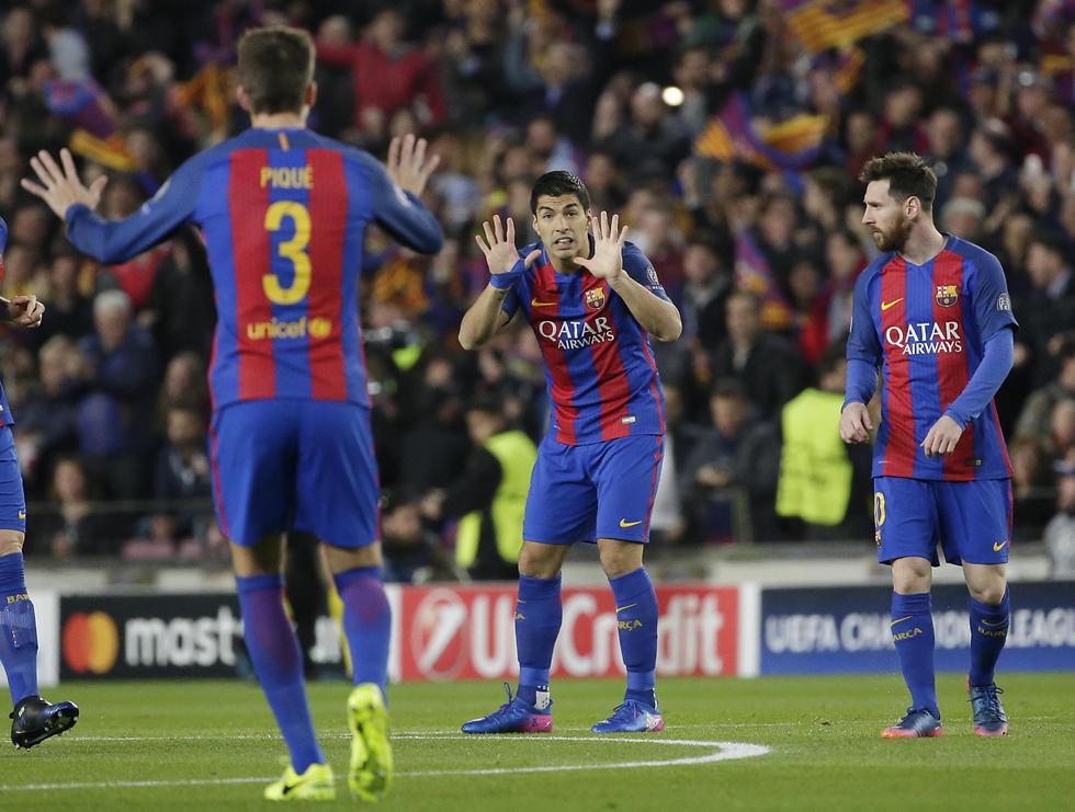 סוארס מרגיע את החברים (צילום: AP) (צילום: AP)