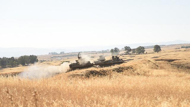 """רכבים משוריינים של גדוד מיתר, שהפעיל את התמוז (צילום: דובר צה""""ל) (צילום: דובר צה"""