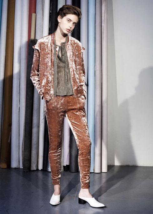 """""""אני לא רוצה מחיאות כפיים על קונספט מדהים, אלא לקוחות שיתרגשו ללבוש את הבגדים שלי"""" (צילום: מירב בן לולו)"""