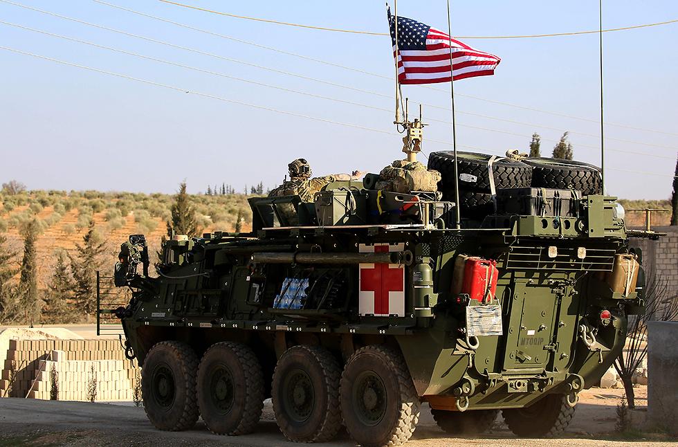 התערבות ישירה. האמריקנים הנחיתו כוחות מארינס בסוריה (צילום: AFP)