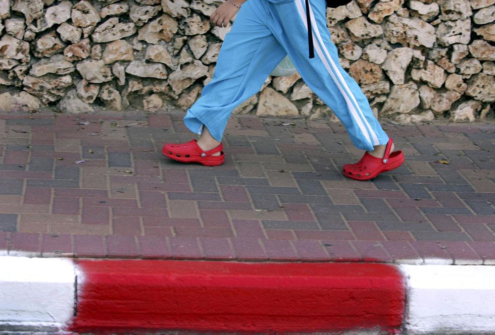"""""""ישראל היתה המדינה הראשונה בעולם בה שווקו הנעליים מחוץ לארצות הברית, והן מצליחות כאן בגדול. המשבר בחו""""ל לא השפיע עלינו, ויש לנו לקוחות מושבעים"""", אומרת זוהר בנזינו, מנהלת השיווק של המותג בארץ  (צילום: Gettyimages)"""