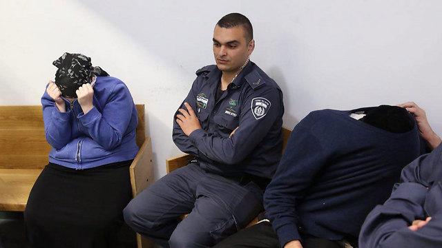 ההורים הנאשמים בבית המשפט  (צילום: מוטי קמחי) (צילום: מוטי קמחי)