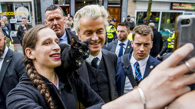 Geert Wilders taking a picture with a supporter (Photo: MCT)