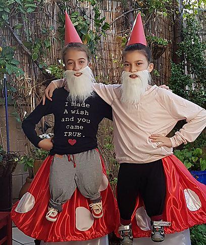 ליה כהן ובתיה אללוף - גמד על פטרייה (צילום: תמירה אללוף)