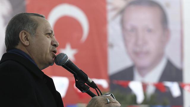 ארדואן, אתמול באיסטנבול (צילום: AP)