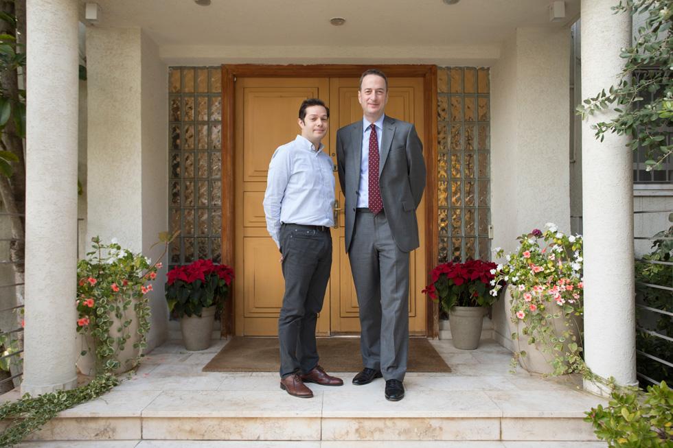 איך נראה מעונם של שגריר בריטניה ובן זוגו, בר''ג? לחצו לכתבה (צילום: טל ניסים)